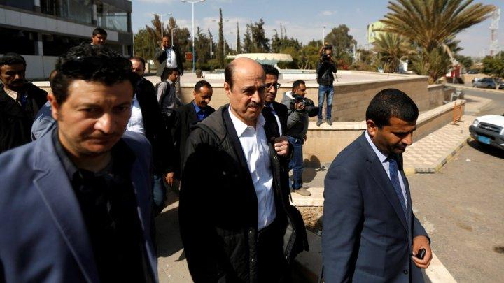 المبعوث الأممي إلى اليمن معين شريم، مطار صنعاء (06-01-2018)..رويترز
